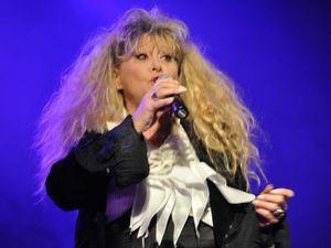 La chanteuse SLOANE chante à l'Etincelle d'Algrange en 2017