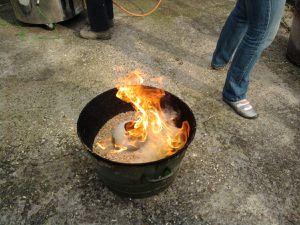 La cuisson au raku dans le jardin de Nathalie...