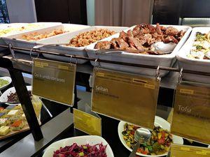 Ops! super restaurant vegan à Rome (buffet végétalien dans le quartier de la villa Borghese)