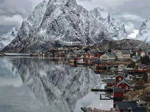 lake_moraine, Lofoten islands in Norway, saint-cado, Swallow's Nest Castle, Crimea...