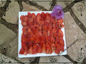 Carpaccio de fraise, basilic et vinaigre balsamique