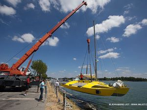 Happy, le trimaran de Loick Peyron, pour la Route du Rhum 2014 - photo : JM Liot