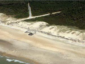 Recul du pied de dune et arasement du sommet de la dune blanche sur la cellule de l'Anse du Gurp (©Observatoire de la Côte Aquitaine, Olivier Chaldebas, ULM Sud Bassin, 2014)