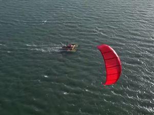 VIDEO - KiteBoat K2, le bateau qui vole au dessus de l'eau