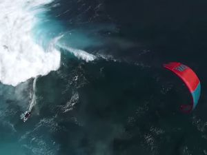 VIDEO - Fou, le Kitesurf extrême, en mode strapless