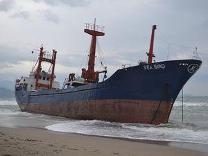 VIDEO - un cargo s'échoue sur la côte turque