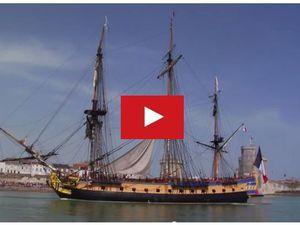 VIDEO - le départ de l'Hermione de La Rochelle (17)