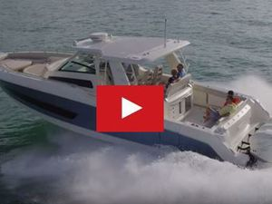 VIDEO - le nouveau Boston Whaler 420 Outrage 4x300cv