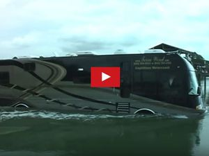 VIDEO - Etonnant, un camping-car amphibie