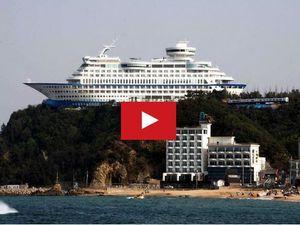 VIDEO - surprenant, un paquebot, posé sur une falaise !