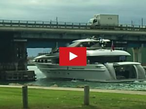 VIDEO Yacht - Passera ou passera pas sous le pont ?