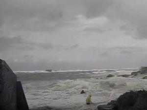 VIDEO - deux retraités emportés par une vague à Portsall (29)