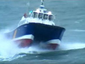 VIDEO - 2.07 minutes de frissons à bord d'un catamaran de servitude de 60'