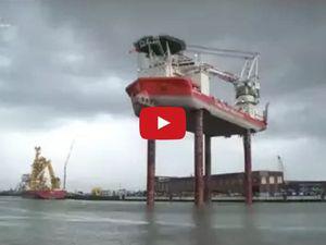 VIDEO - Etonnant, un bateau de 132m de long s'élève 70m au dessus de l'eau