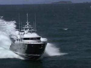 VIDEO - 55 noeuds à bord d'un yacht de 38m et 100 tonnes, Ermis 2
