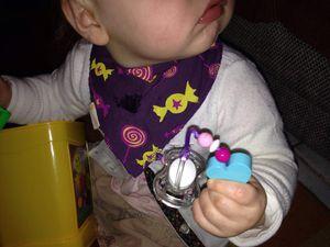 Poupette et son attache-suce thème Zoé de chez Boîte à Doudou