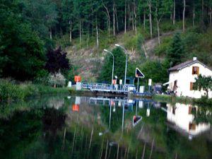 Fauchage des talus le long du canal