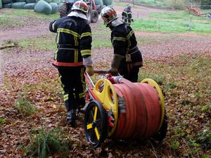 Le matériel de lutte anti-incendie est préparé.