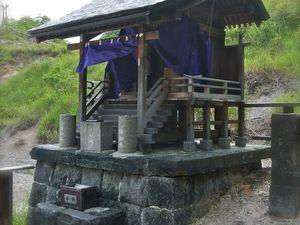 Ici aussi, un petit sanctuaire comme toujours pour signer un paysage japonais
