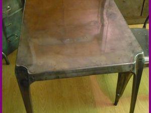 Table MULTIPL'S tout en acier brossé.