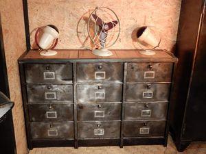 Meubles STRAFOR et RONEO - 12 et 15 clapets - plateau bois et métal.