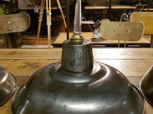 """2) 55€. 30,5 cm de diamètre - métal brossé - forme bombée - épaisse tôle emboutie - modèle """"Américain""""."""