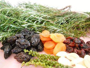 A gauche : ingrédients pour le gigot d'agneau (façon Datharany). A droite : cambar et songe, utilisés pour le trio de purée.