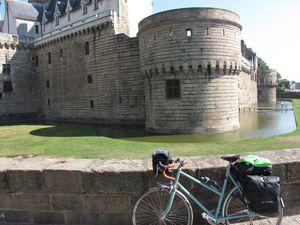 Repas frugal et local avec tomates et betterave (j'ai oublié le pâté aux prunes) - Nantes et le chateau des ducs de Bretagne