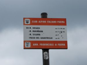 Monte Orsaro 1830m depuis Passo del Cirone ... le bleu du ciel joue avec la musique du vent
