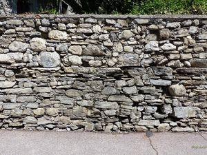 Le mur et son portail