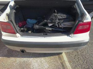 Photo 1 : uniquement le chassis plié et les roues enlevées &#x3B; Photo 2 : avec le hamac par dessus