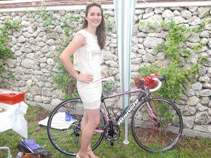 Le moment des cadeaux :parmi tant d'autres le vélo de route de Laura et l'appareil photos d'Estelle