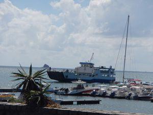 Le taxi et notre chauffeur. La barge.