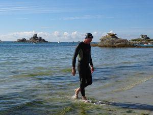 Il faut bien une combinaison pour nager dans une eau à 15 °.