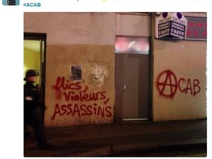 "1/ et 2/ Manifestations de mars 2017 à Paris 3/ un tag avec l'acronyme ACAB qui signifie ""All Cops Are Bastards"" 4/ un tweet antifa"