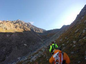 l'ascension est longue, mais trs jolie, avec un final crevant, fait avec de tout petit pas (3300m ca se sent). On finit dans des caillasses et voila! on y est ! pfiou !