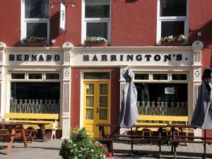 "au ""Bernard Harrington's"""