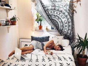 thème cosy ou coachella, moustiquaire ou tapisserie murale.