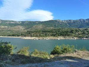 Le barrage et le lac de Calacuccia ainsi que les églises de Casamaccioli et de Calacuccia