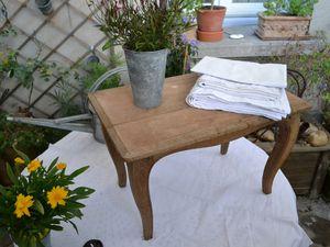 ...et une petite table en chêne.