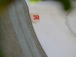 """Toile à matelas, drap ancien, ruban de marque et tampon """"Dentelles Oxydées"""" pour la première..."""