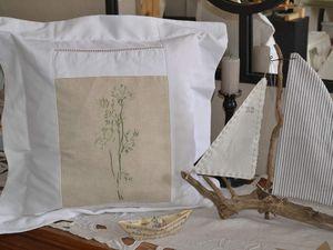 Modèle broderie: Marie-Thérese Saint-Aubin, coussin réalisé a partir d'une tête de drap ancien.
