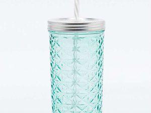 Un mug ou une tasse c'est super sympa comme ça chaque matin elle pensera à toi &#x3B;) Celles ci viennent de chez urban outfitters  ( clique sur l'image pour mieux les voirs )