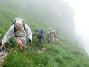 La base de la falaise et la montée dans le couloir pentu