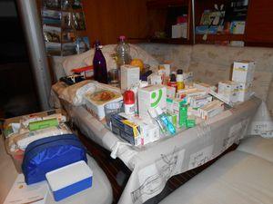 Stock de médicaments, stock de conserves ! Et la visite d'Audrey à bord !