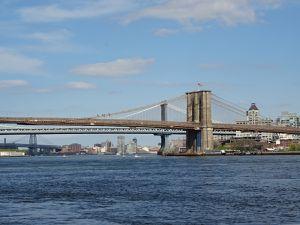 Vue sur l'héliport, Manhattan,le pont du même nom et sur le pont de Brooklyn