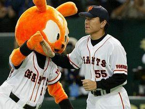 de gauche à droite la mascotte des Chunichi Dragons, des Hanshin Tigers, des Hiroshima Carp et des Yomiuri Giants