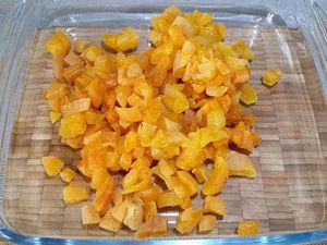 1 - Couper les abricots en dés, les placer dans un récipient, y ajouter le jus de pamplemousse (remplacer éventuellement par du jus d'orange). Recouvrir d'un film étirable et laisser macérer pendant 2 h à température ambiante.