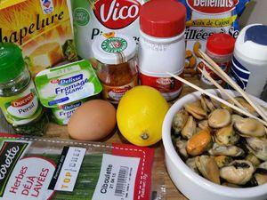 1 - Mixer les pistaches et noix de cajou en fine poudre. Ajouter la chapelure et bien mélanger. Battre l'oeuf à la fourchette, saler et poivrer.