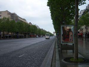 Arc de triomphe et Champs Elysées.